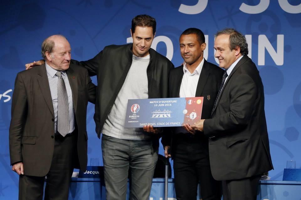 «AU CENTRE NOS AMBASSADEURS DIONYSIENS POUR L'EURO 2016»!