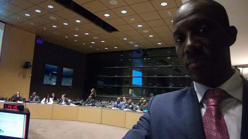 [# Une minute de silence en hommage aux victimes du terrorisme, des guerres, de l'esclavage, dans le monde et en particulier au Mali. Par la CEFOM, lors de la conférence sur la décentralisation en partenariat avec le GRDR Migration Citoyenneté Développement. Bally Bagayoko]